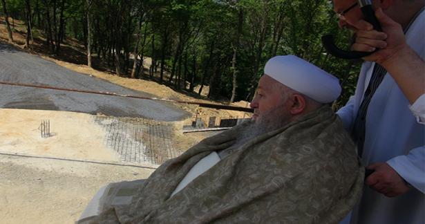 Efendi Hazretlerimiz camiye ziyarette bulundu