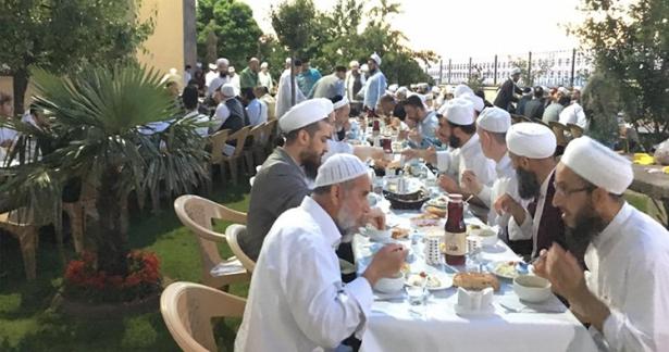 Hizmet ekibi ile iftar