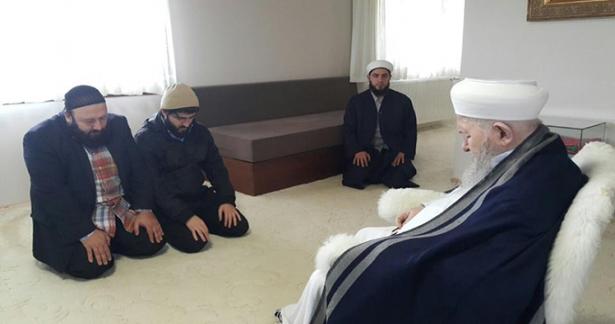 Vasfiye Hocahanımın dernek işlerini idare eden kıymetli kardeşimiz Şadi abi